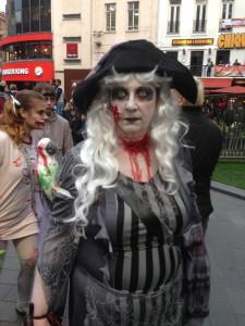 Signora londinese truccata per Halloween